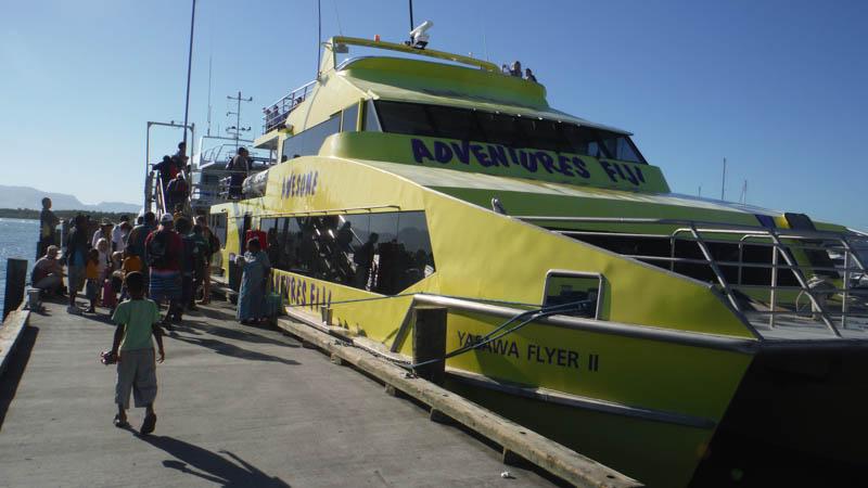barco de aventuras en islas Fiji