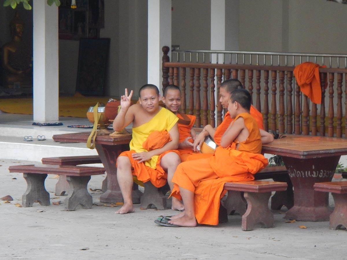 Monjes en Laos