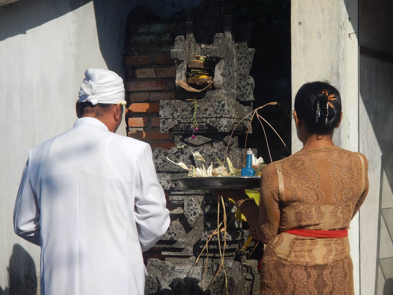 ofrenda hinduismo balinés