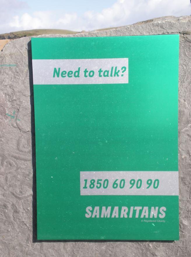 Telefono de ayuda en los acantilados de Moher