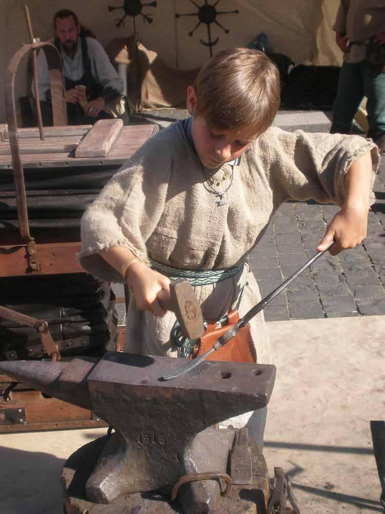 Un niño herrero