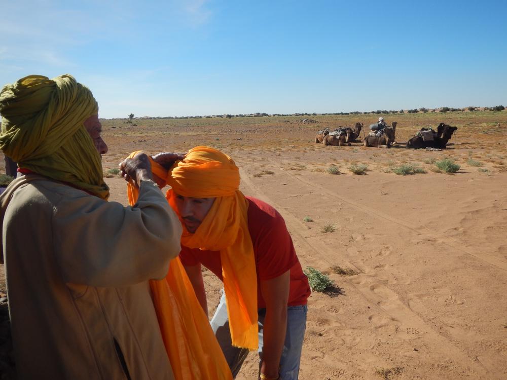 cómo hacerse un turbante  en el Desierto