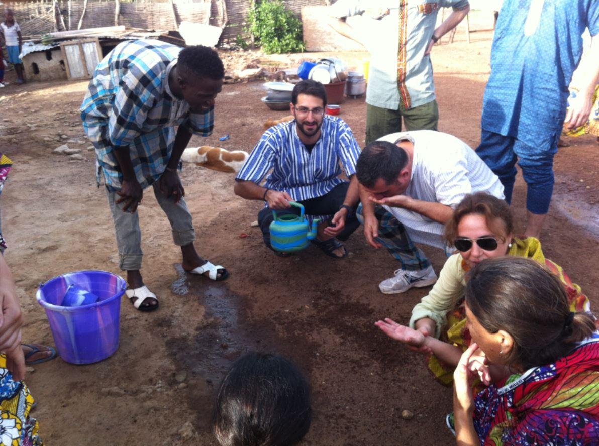 tomando té en Kédougou, Senegal