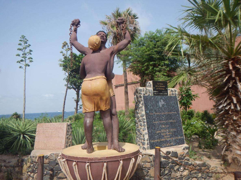monumento a esclavos en Isla de Gorea