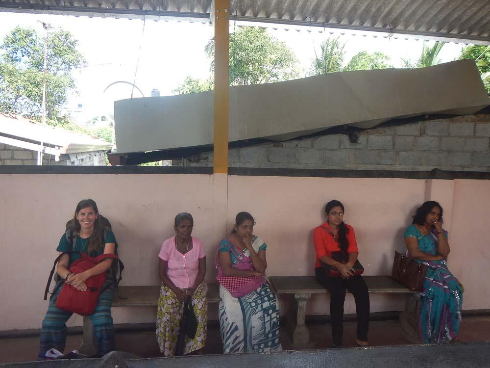 Esperando el tren en Sri Lanka