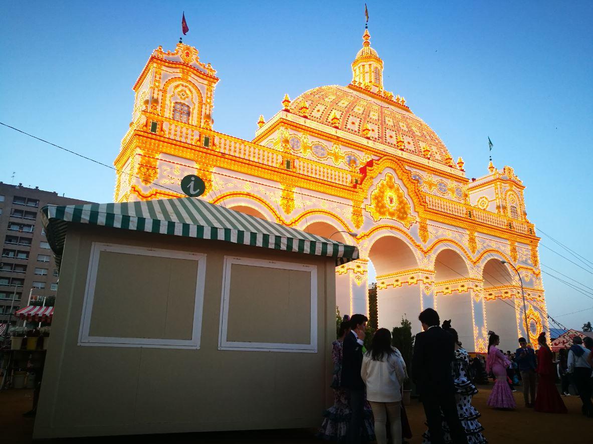 Puesto de información de la Feria de Abril de Sevilla