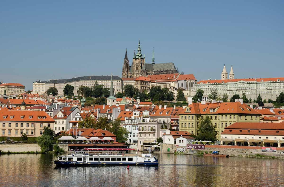 Crucero por el rio de Praga