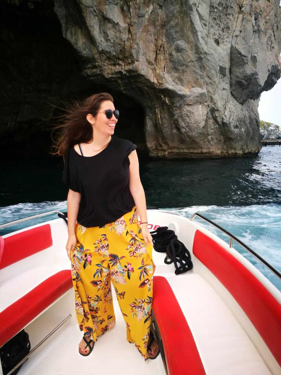 En barco para ver las cuevas
