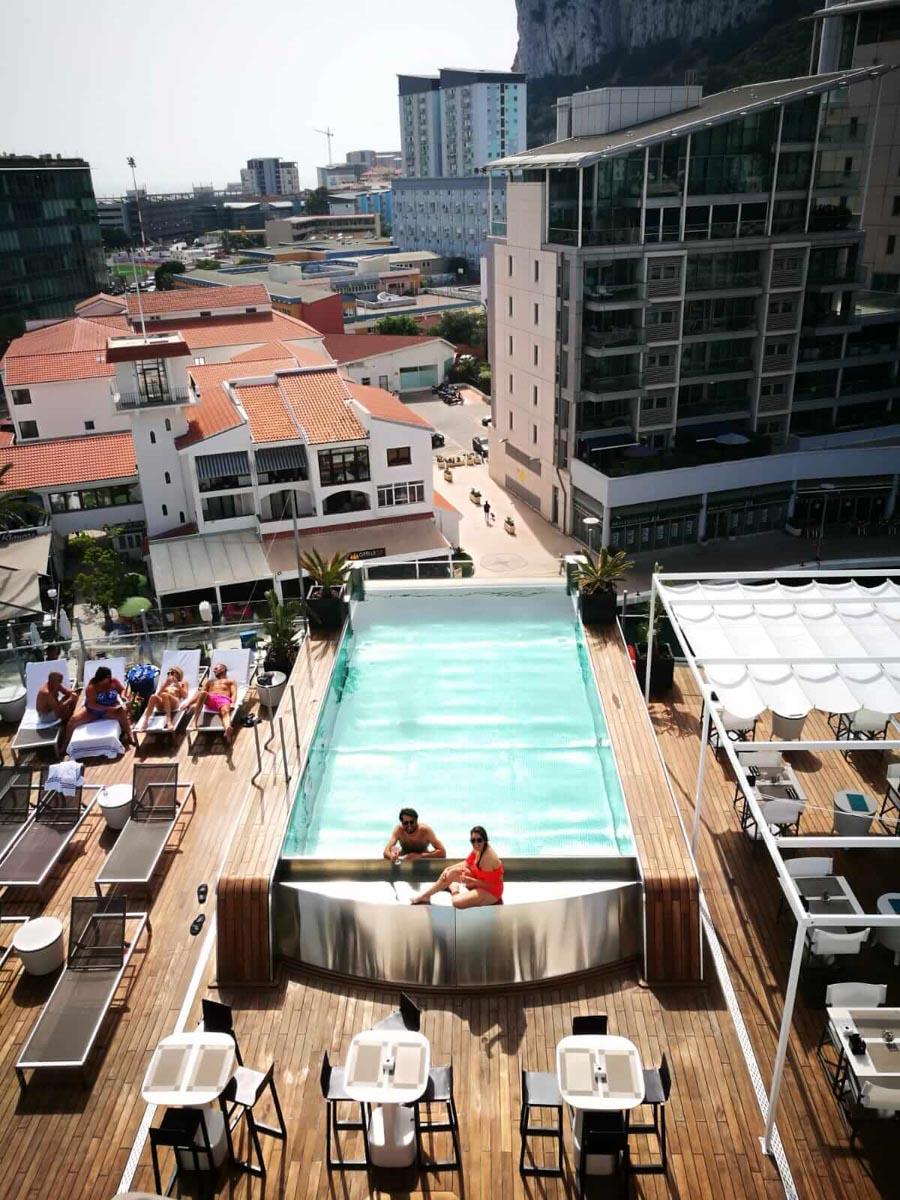 Nuestra super piscina del hotel