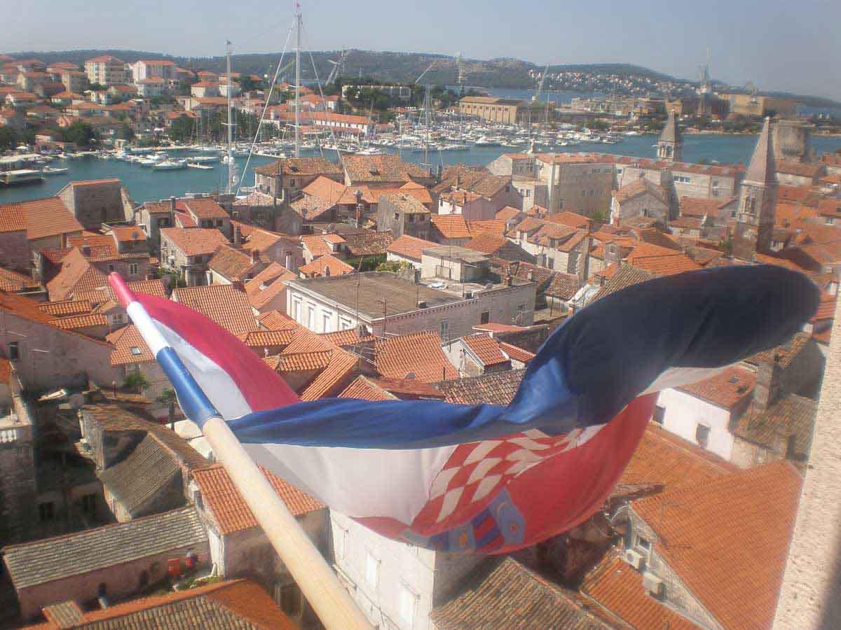 Vistas con bandera