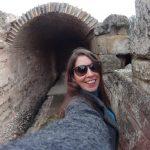 MJ en el interior de las ruinas arqueologicas de Linares