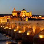 Puente romano de Cordoba al anochecer