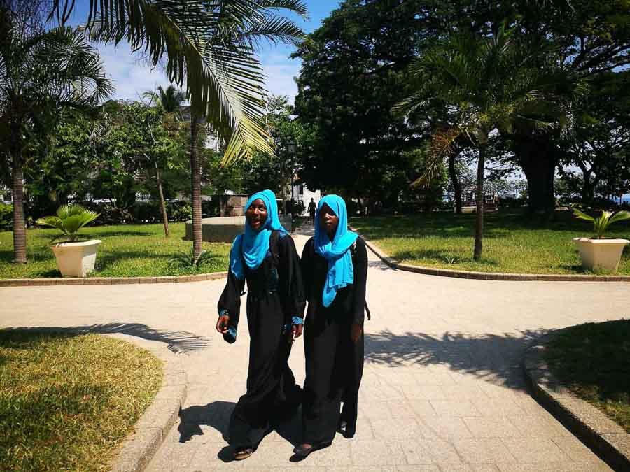 Jovenes en Zanzibar