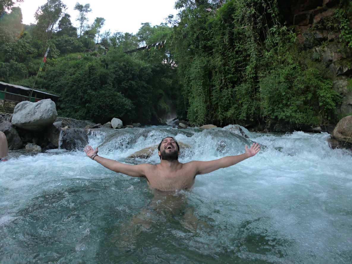 Baño refrescante en Nepal