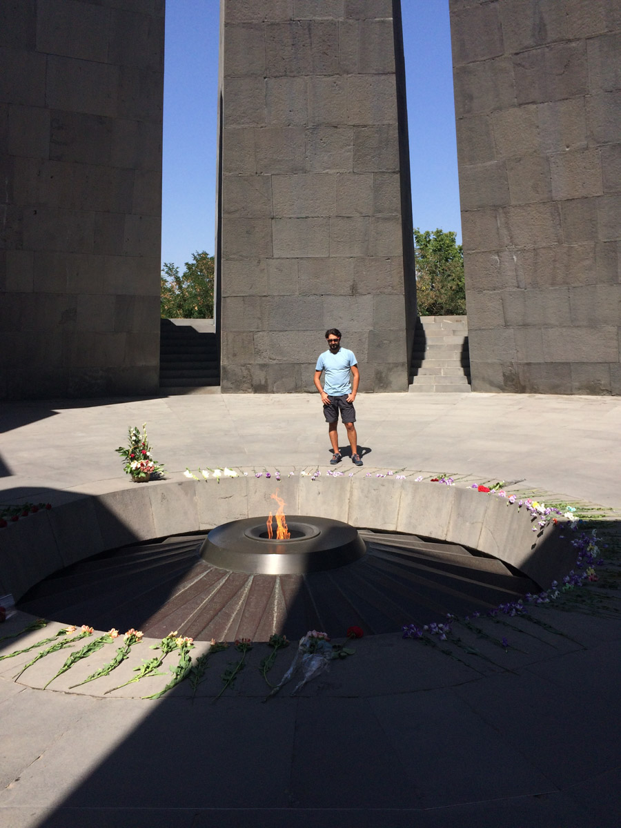 JP en monumento