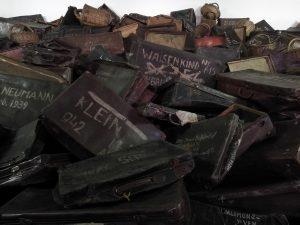 Maletas en Auschwitz
