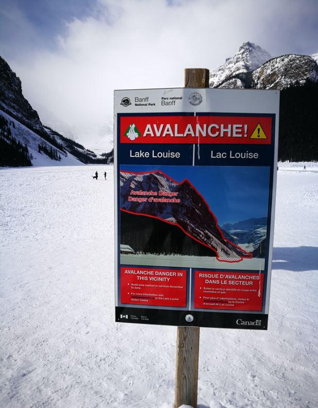 Avalancha area Montanas Rocosas