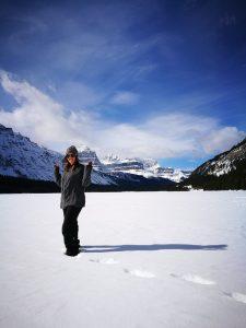MJ posando en la nieve