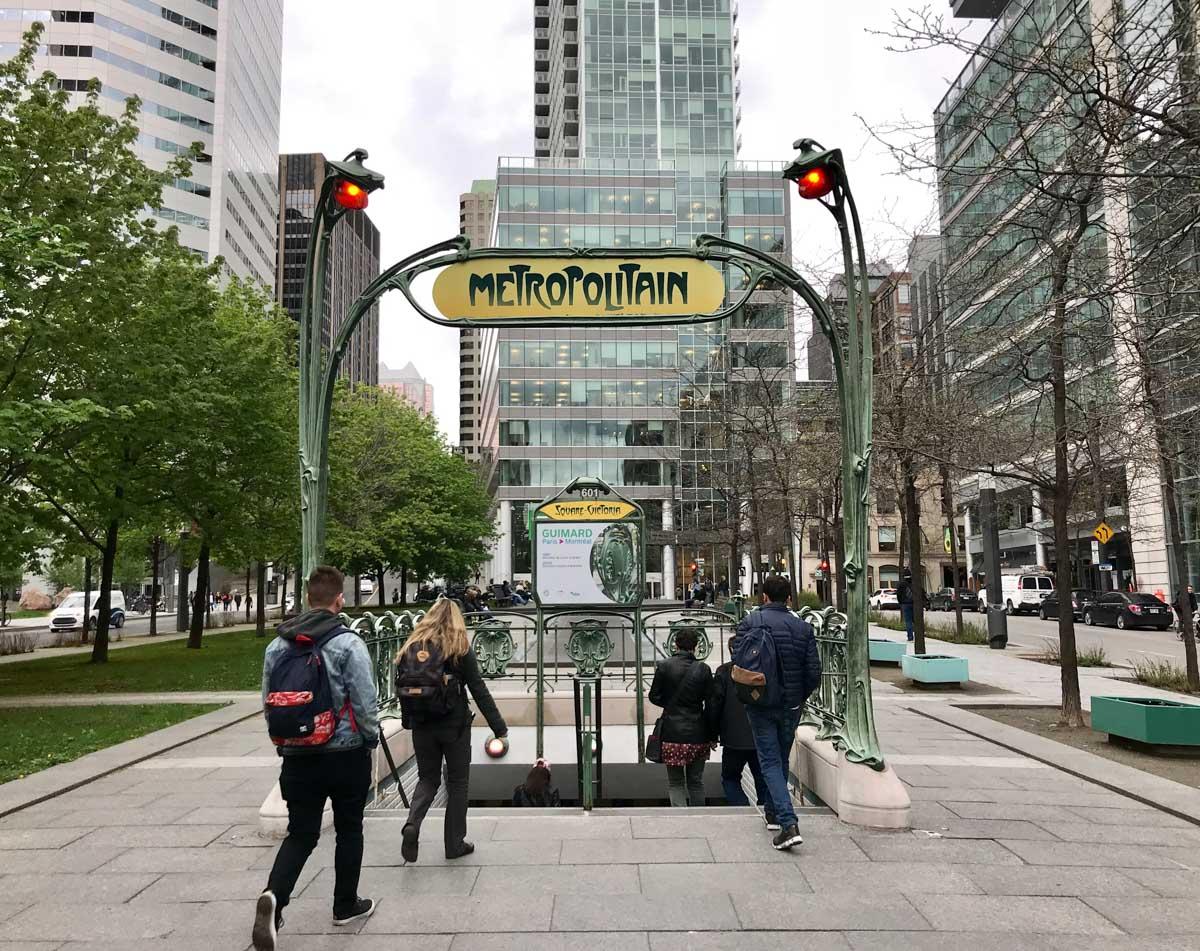 Metro de la Plaza Victoria