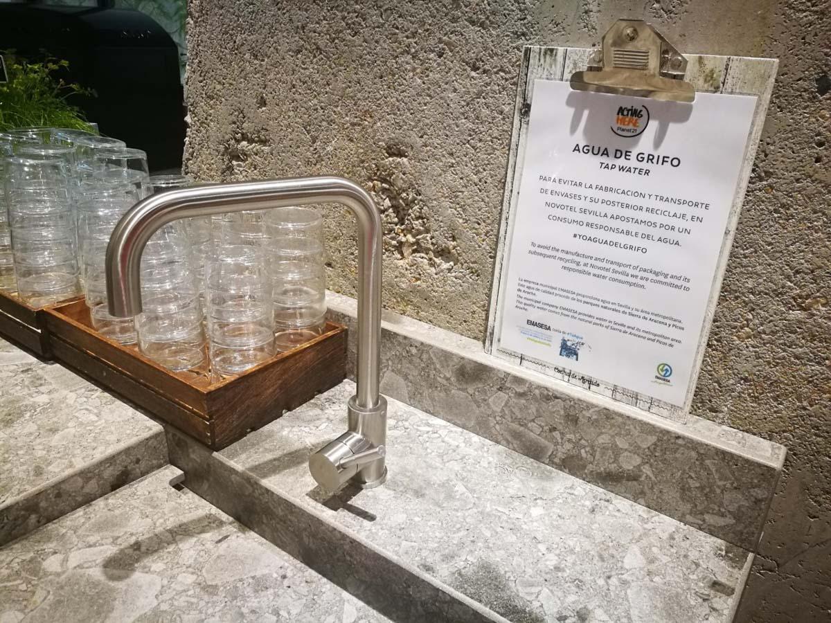 Agua del grifo en Novotel Sevilla