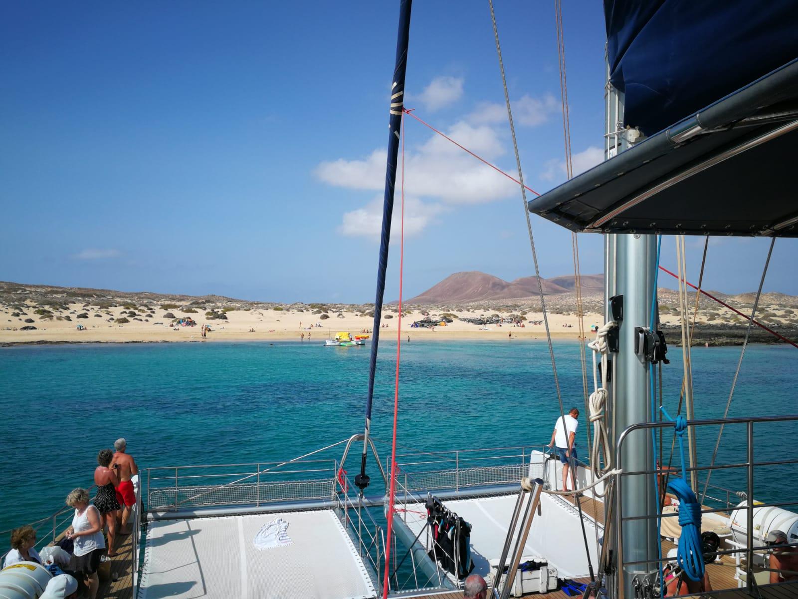 La Graciosa desde el catamaran