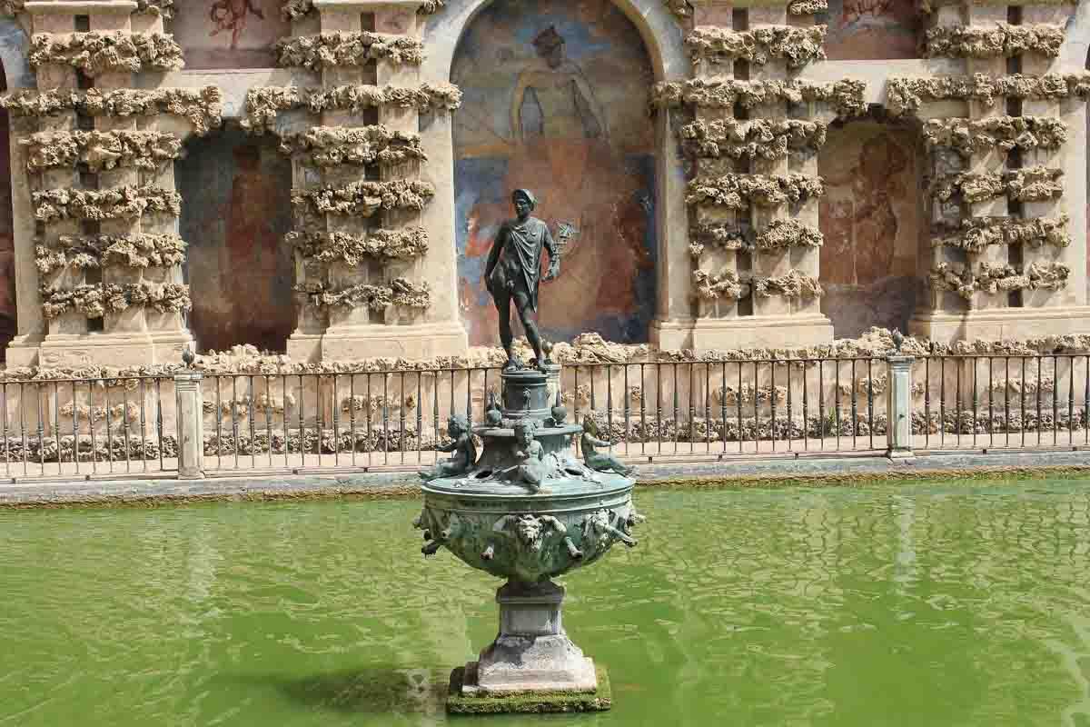 Fuente en el Alcazar de Sevilla